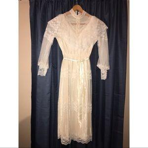 Dresses & Skirts - Beautiful Vintage Lace Dress